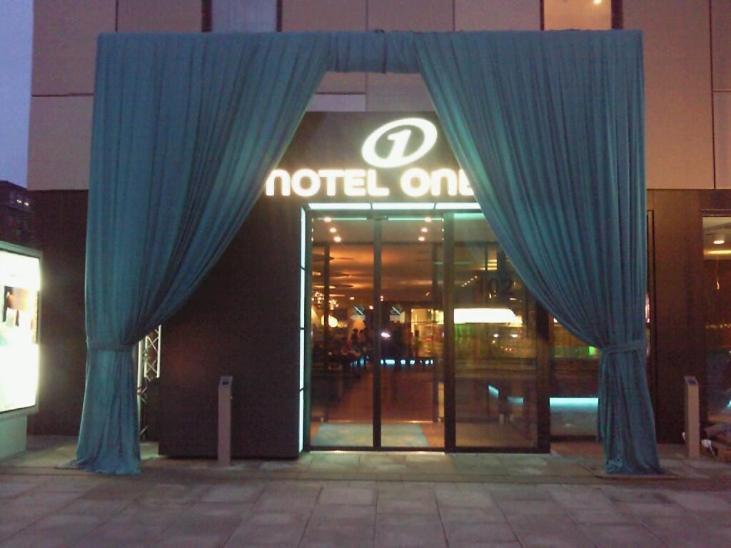 Vorhangskonstruktion für Hotel Eröffnung