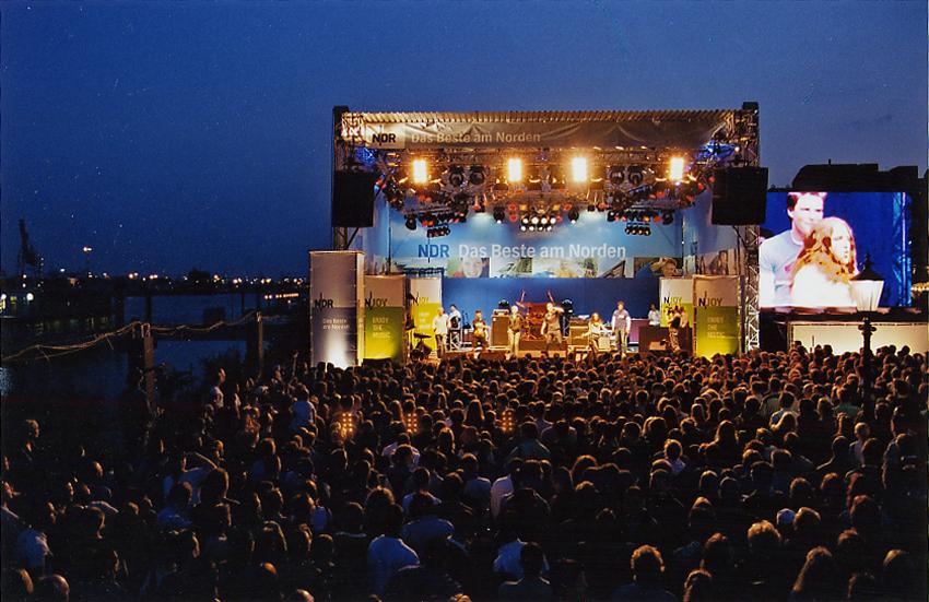 Towerstage Bühne bei Nacht