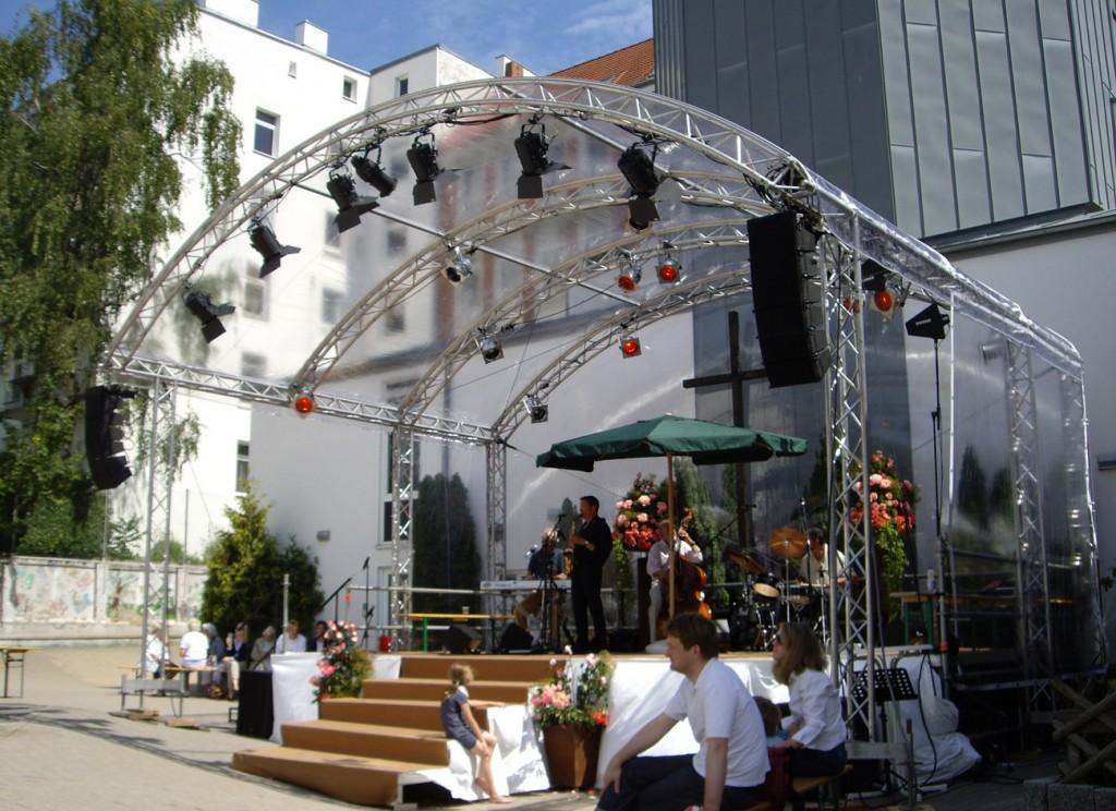 Litestage Bühne mit transparentem Dach