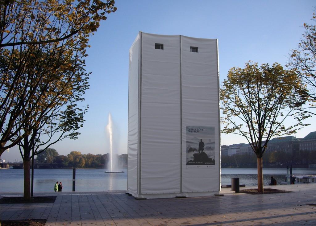 Tower für grossformatige Dia Projektoren bei einer Caspar David Friedrich Präsentation auf dem Alsterhaus in Hamburg