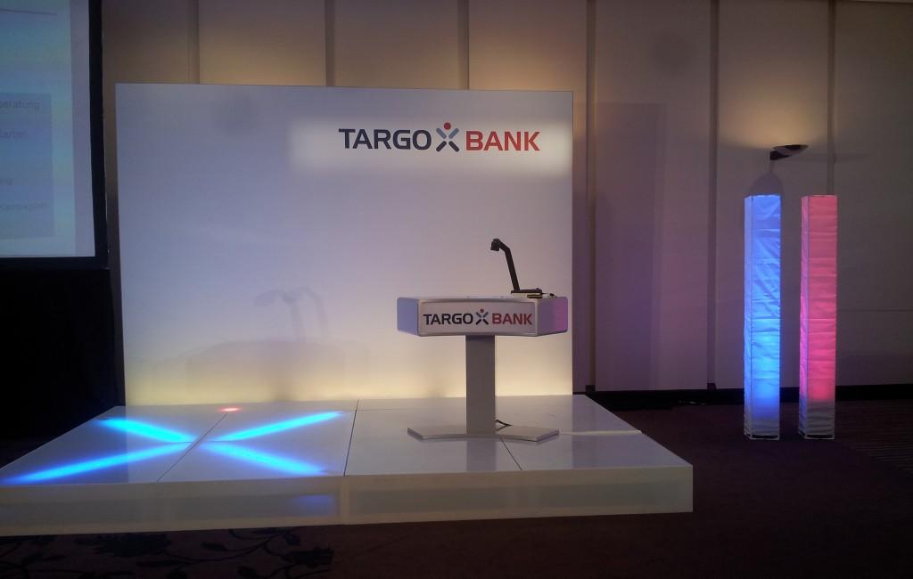 Konferenz-Bühne mit eingebauter Beleuchtung