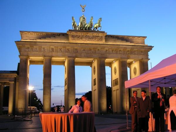 Tafel der Demokratie Berlin - Brandenburger TorTafel der Demokratie Berlin