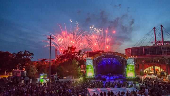 Ideen Expo 11.07.2015 Samstag Pyromusical (Feuerwerk)