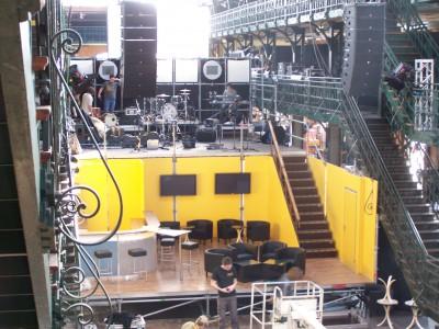 Eingepasste Bühnenfläche mit 2. Band-Ebene