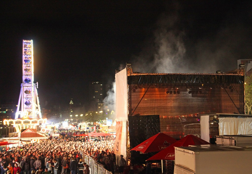 Hafenrock Jolly Roger Bühne beim Hamburger Hafengeburtstag 2013