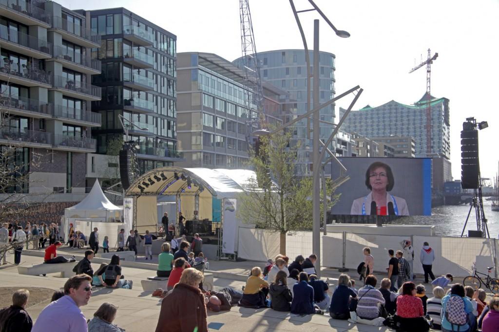litestage Bühne an den Magelan Terrassen in der Hafencity Hamburg.