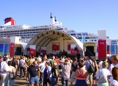 Arcstage Bühne beim Queen Mary 2 day